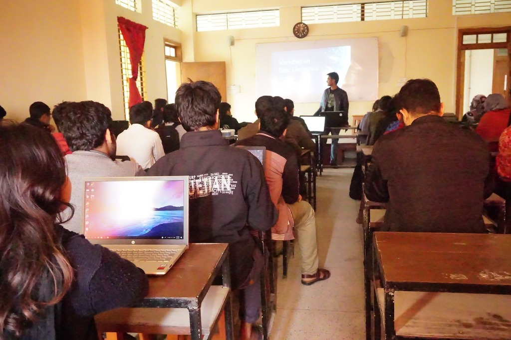 RSR conducts workshop on Basic Electronics